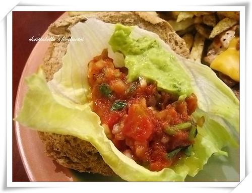 佛客forkers漢堡之墨西哥漢堡  莎莎醬酪梨醬仔細看