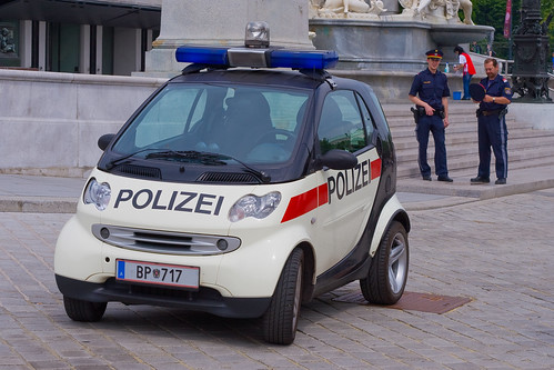 smart police / keeping the parliament clean