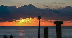 Puesta de sol en Cádiz. Sunset in Cádiz (raperol) Tags: airelibre atardecer puestadesol nubes mar cádiz contraluz contraste color agua
