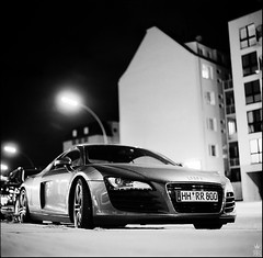 Herr Newton ist Schattenparker (rman) Tags: auto bw car modern night analog mediumformat blackwhite nightshot nacht hamburg squareformat audi schwarzweis kiev r8 nachts plastik sportwagen audir8 mittelformat