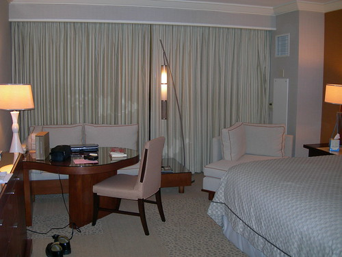 2008-01-10 Mandalay Bay room (1)