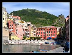 Vernazza (vivi-1966) Tags: italy italia liguria eu porto cinqueterre vernazza borgo italians smrgsbord aclass sfidephotoamatori