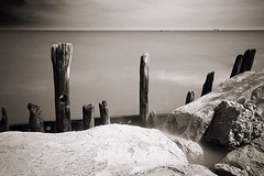 IMG_6414 (Uggla) Tags: longexposure blackandwhite bw usa lake chicago seascape water rock landscape illinois rocks angle wide lakemichigan pole il filter nd poles polariser bulp sigma1020 daytimelongexposure nd3 stackedfilters 10stopnd moosepolarizer