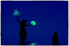 La Ninfa de la noche. (PhotoPrez) Tags: woman moon photoshop mar mujer pentax luna nia cielo reflejo estrellas montaje composicion imaginacion invencion papermon