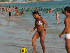 Deus abençoe o Rio de Janeiro (DeniSomera) Tags: praia riodejaneiro bronze mulher bola futebol sarada