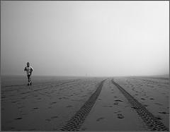 (Maria Artigas) Tags: bw beach fog asturias playa bn arena gijon niebla xixon platja blancinegre footing asturies blueribbonwinner mria avision betterthangood photosexplore thebestbronze escapingthefog