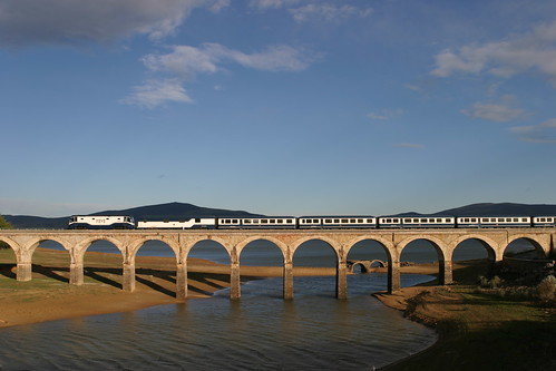 El Transcantabrico crosses the bridge over the River Ebro at Arija, Burgos: Luxury Train Club