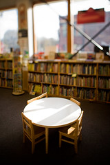 Reading table @ Powells (LukeOlsen) Tags: usa oregon portland table reading books powells powellsbooks lukeolsen