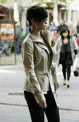 rihanna walking the streets3
