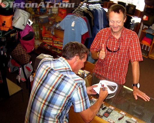 Steve Romeo, Aka Randosteve signs Tri Robert's TetonAT visor