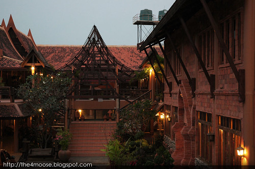 Ruean Thai - Building