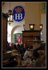 Hofbruhaus, Mnchen (matt :-)) Tags: beer munich mnchen bayern bavaria mas monaco brewery hofbrauhaus bier munchen mattia birra cervecera muenchen hb hof brasserie hofbrau platzl baviera hofbruhaus brauerei hofbru cervejaria 50mmf14d birreria birrificio mywinners nikond80 staatliches consonni mattiaconsonni
