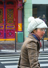 parisina (jelenssss) Tags: 2005 paris france portal unposed francia boina colorines prisa ruerivoli robado parisina electronlibre casaokupa rivolisquat
