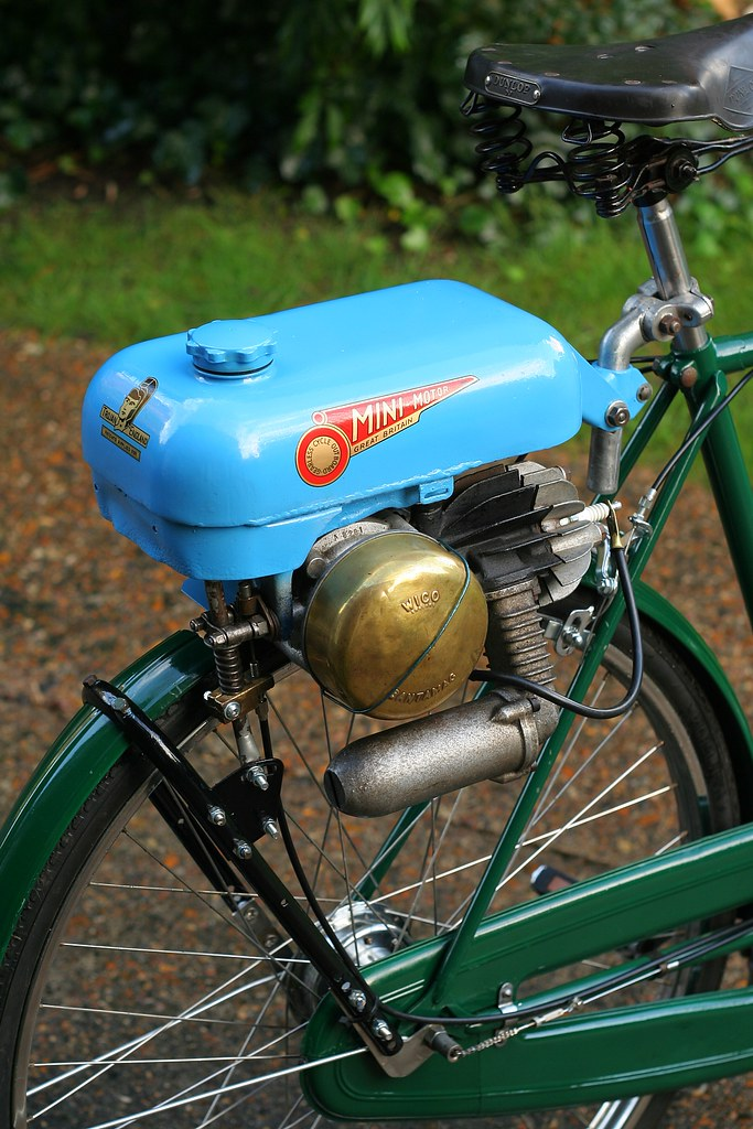 Trojan Mini Motor Restored on Raleigh Superbe 3 Img 5572