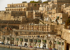 Looking beyond, Valletta (archidave) Tags: city houses panorama home wall architecture landscape cityscape harbour terrace scenic quay fortifications fortress defence oldcity stacked quayside citywall valletta grandharbour scenicsnotjustlandscapes upperbarraka