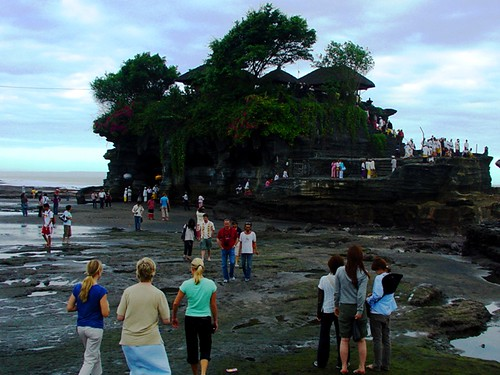 Tanah Lot Temple - Bali, photographed by JavaTourism.com