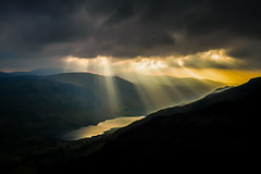 Pelydrau haul (Sunbeams) Tal-y-llyn (Alan Hughes Mach) Tags: cymru uk eryri snowdonia snowdonianationalpark parccenedlaetholeryri cadairidris caderidris minffordd talyllyn llynmwyngil mountainside sun sunbeam sunbeams water yellow hills summit dramatic cloud clouds beams dark shadow silhouette sunset machlud storm rain light bright shine black godrays wet sunlight hiking walking golden lake shadows mountain mountains hill talyllynlake dysynni walk hike hillwalking weather dusk natural mist gold sunrays sunray crepuscularrays winter sky nature fruhling cielo contrast landschaft paysage outside wales grey scenery wasser landscape ciel wolken himmel