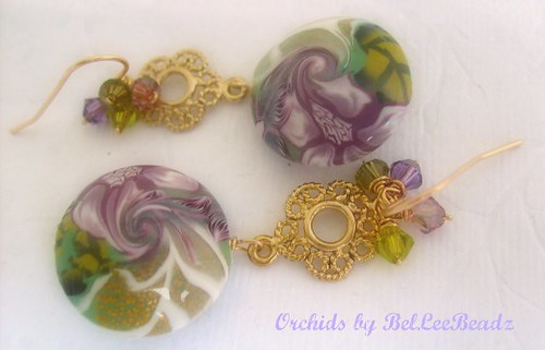 A blend of purple sagegoldwhite and green Attached by a nickel free