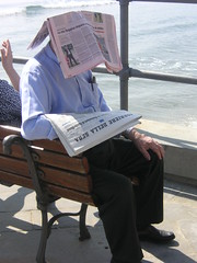 Reader (Niccol Caranti) Tags: shadow italy sun news bench newspaper italia mare liguria ombra newspapers rosa sole corrieredellasera panchina alassio giornali giornale stampa gazzettadellosport rassegna foto divertenti