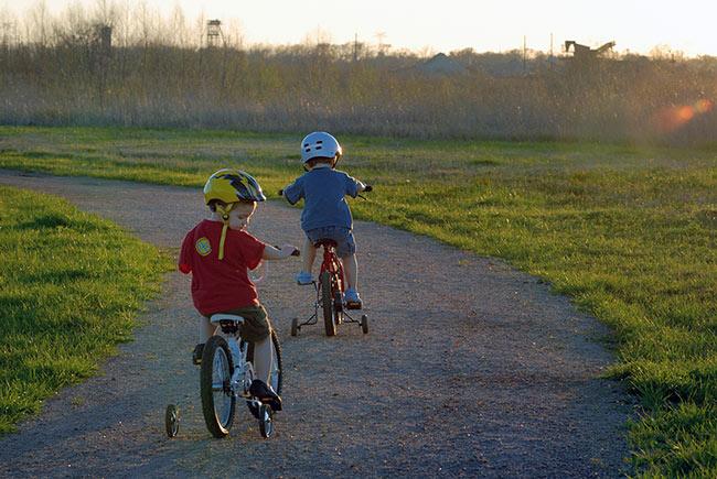 DSC_7442-Boys-riding-bikes