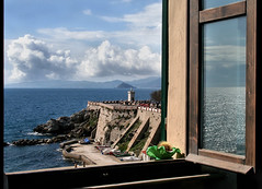 West View Window (Firenzesca) Tags: sea italy cloud seascape west window landscape elba italia view finestra vista piazza ovest elbaisland piombino blueribbonwinner bovio aplusphoto theperfectphotographer larocchetta federicosoffice