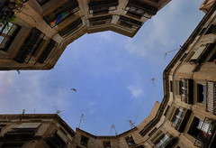 Encajados (SlapBcn) Tags: barcelona plaza arquitectura cielo slap barrigotic barriogotico 18200vr carrermilans nikond80 slapbcn