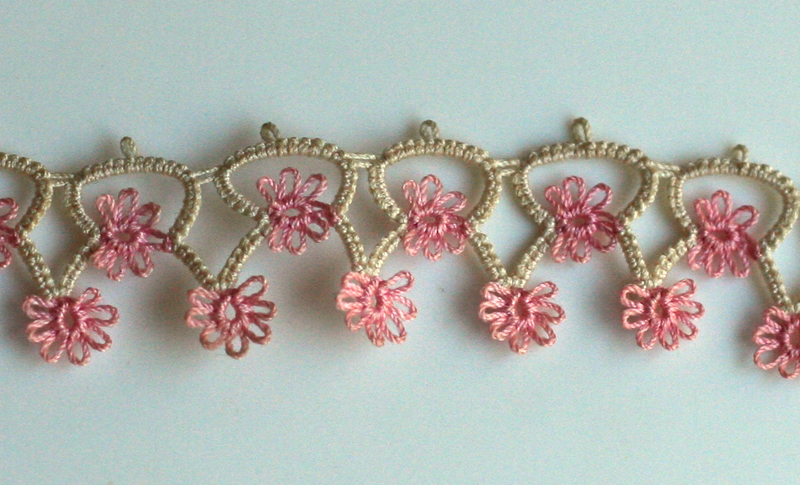 Tatting: Pink daisies