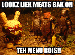 Dunny Meat (ecpica) Tags: camp toys burger mustard lordoftherings dunny urukhai orcs playcommy twelvecarpileup burgerdunny