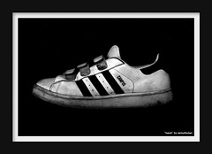 Adidasskor är en av världens mest kända sportsko-märken