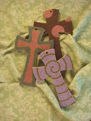 Cruz (Ericka Balderas) Tags: madera recuerdo cruz bautizo comunion manualidad chaquira