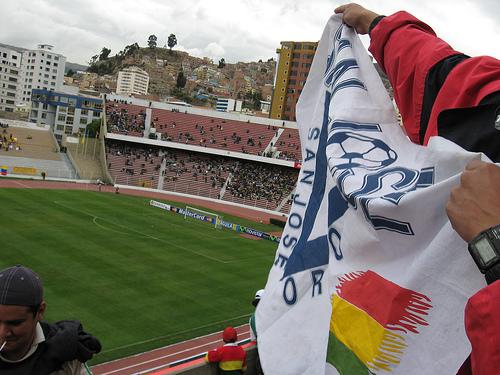 la poderosa bandera en el partido contra Colombia