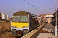 Look no Hands at Harwich Town (Chris Baines) Tags: aga 321 emu harwich town service manningtree