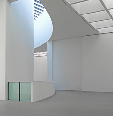 Pinakothek der Moderne - Munich (yushimoto_02 [christian]) Tags: white abstract art museum architecture canon germany munich mnchen geotagged arquitectura europe bellasartes arte kunst modernism exhibition minimal architektur balance museo minimalism hdr ausstellung exposicion pinakothekdermoderne pinakothek minimum architectura kunsthalle pinakothekmoderne exhibicion symplicity schneknste bellaarte schoenekuenste
