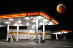 Shell Gas (Satxvike) Tags: nightphotography shell gasstation bloodmoon satxvike henrydelgado ~wevegotthepower~