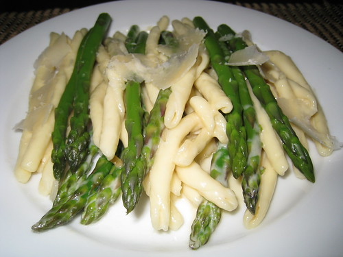 Maccheroni Calabrese with Asparagus in Alfredo Sauce