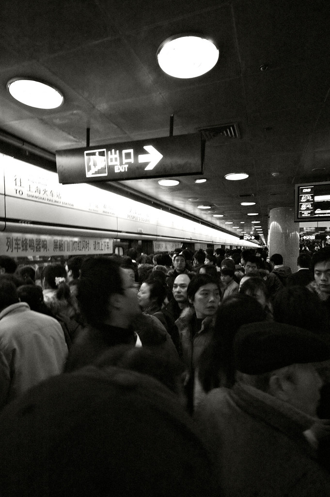 Shanghai 16, Mob scene inside the metro