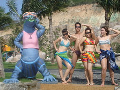 ze.o ti'p! (UH FAMILY) Tags: trip family smile colourful nhatrang unun