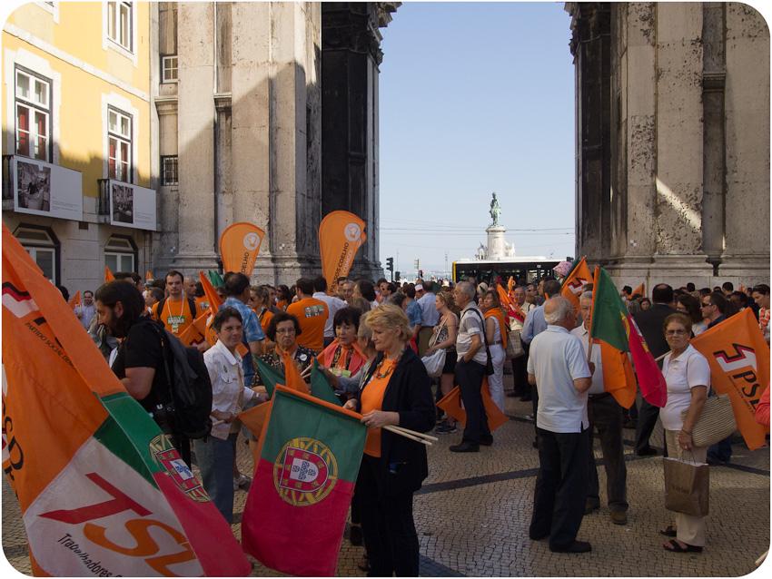 Sous l'arc de triomphe de la la Praça de Comércio