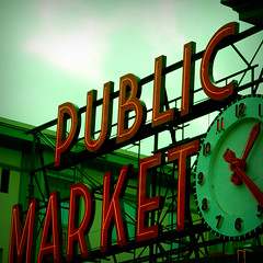 PUBLIC MARKET (365.207) (mini/eng) Tags: seattle green clock public sign square washington interestingness cloudy market 123 explore signage wa pike project365 explored i500 explore20071116