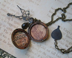the time traveller's necklace