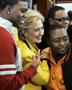 Hilary Clinton with fraternity sign par bpende