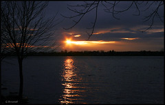 Passion de Novembre... (Guylaine2007) Tags: sunset cloud water landscape rivière ciel paysage abigfave photoquebec lysdor