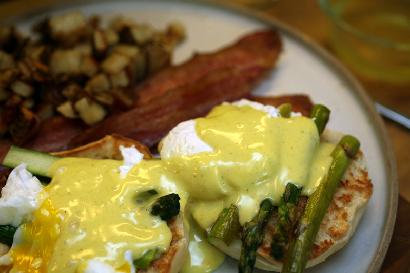egg & asparagus hollandaise