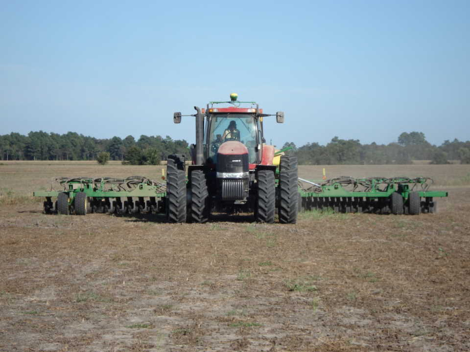 viewing a thread poll what size tractor and planter are you using