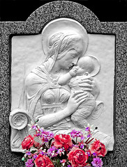 Cemetery. Roses for an angel (Margnac) Tags: roses bw sculpture grave nw tomb jeanpaul tombe douleur peine contemporaryrealism pierretombale margnac hintofcolor photohumaniste