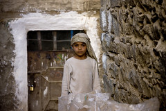 Child laborer in Amaran - Yemen (Eric Lafforgue) Tags: republic child arabic arabia worker yemen arabian ramadan yemeni yaman lafforgue childwork arabiafelix  arabieheureuse arabianpeninsula mg5761   alyaman ericlafforguecomericlafforgue contactlafforguemaccom yemenpicture yemenpictures