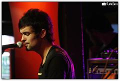 Fresno @ Tavares (Rafael Saes) Tags: rock shows fresno msica guaratuba estdiococacola tavares rodrigo coca cola estdio porto santo canto canon rebel xti eos400d bandas show ao vivo live music