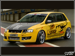 Brincando de Photoshop (thiagopiris) Tags: brazil yellow brasil race escape fiat wheels racing scorpion amarelo sp virtual bancos carbon sporting tuning corrida intercooler drift interlagos exaust rodas stilo escorpio carbono yukes