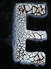 Craquelure Capital Letter E (Takoma Park, MD) (takomabibelot) Tags: white black geotagged maryland e letter takomapark ee oneletter sansserif craquelure majuscule oswegoavenue geo:lon=77009332 geo:lat=38984643
