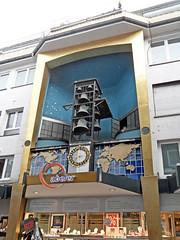 Wuppertal - Glockenspiel beim Juwelier Abeler (onnola) Tags: wuppertal nordrheinwestfalen deutschland northrhinewestphalia germany elberfeld abeler uhr uhrmacher glockenspiel weltzeit zeitmesser glocke weltkarte mercator fassade juwelier laden geschäft shop bell carillon chimes weltzeituhr worldclock clock jeweller watchmaker map worldmap facade